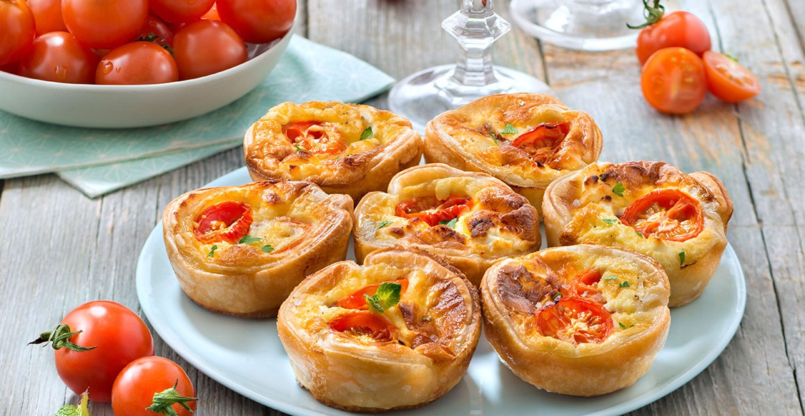 Mini quiche with tomatoes Eline, goat cheese and mint